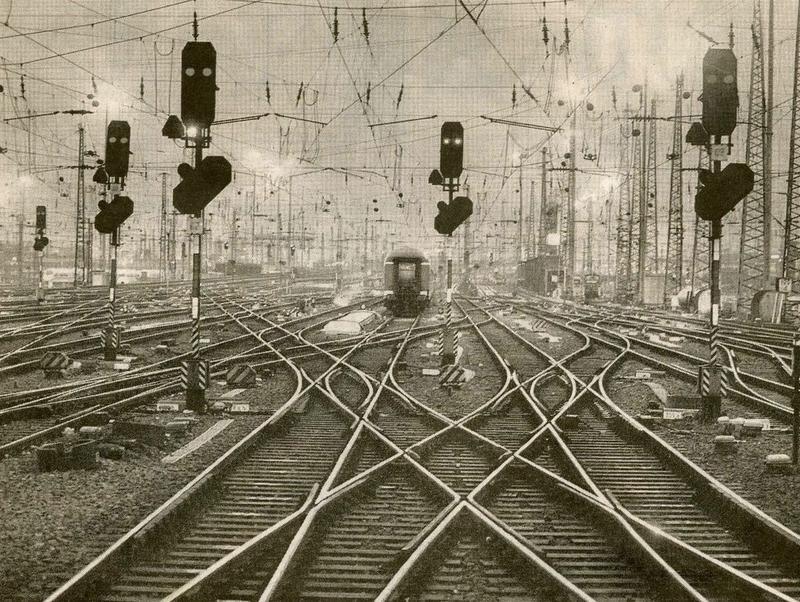 Frankfurt Bahnhof (NYTimes, AP)